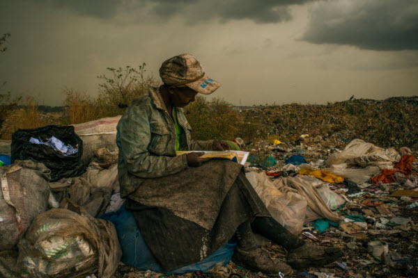 read book in garbageland