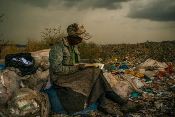 read book in garbageland